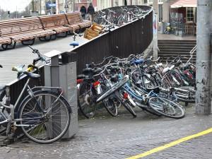 Fout geparkeerde fietsen op de Grote Markt