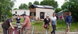 dag van de architectuur innovatieve woonstad met tiny houses