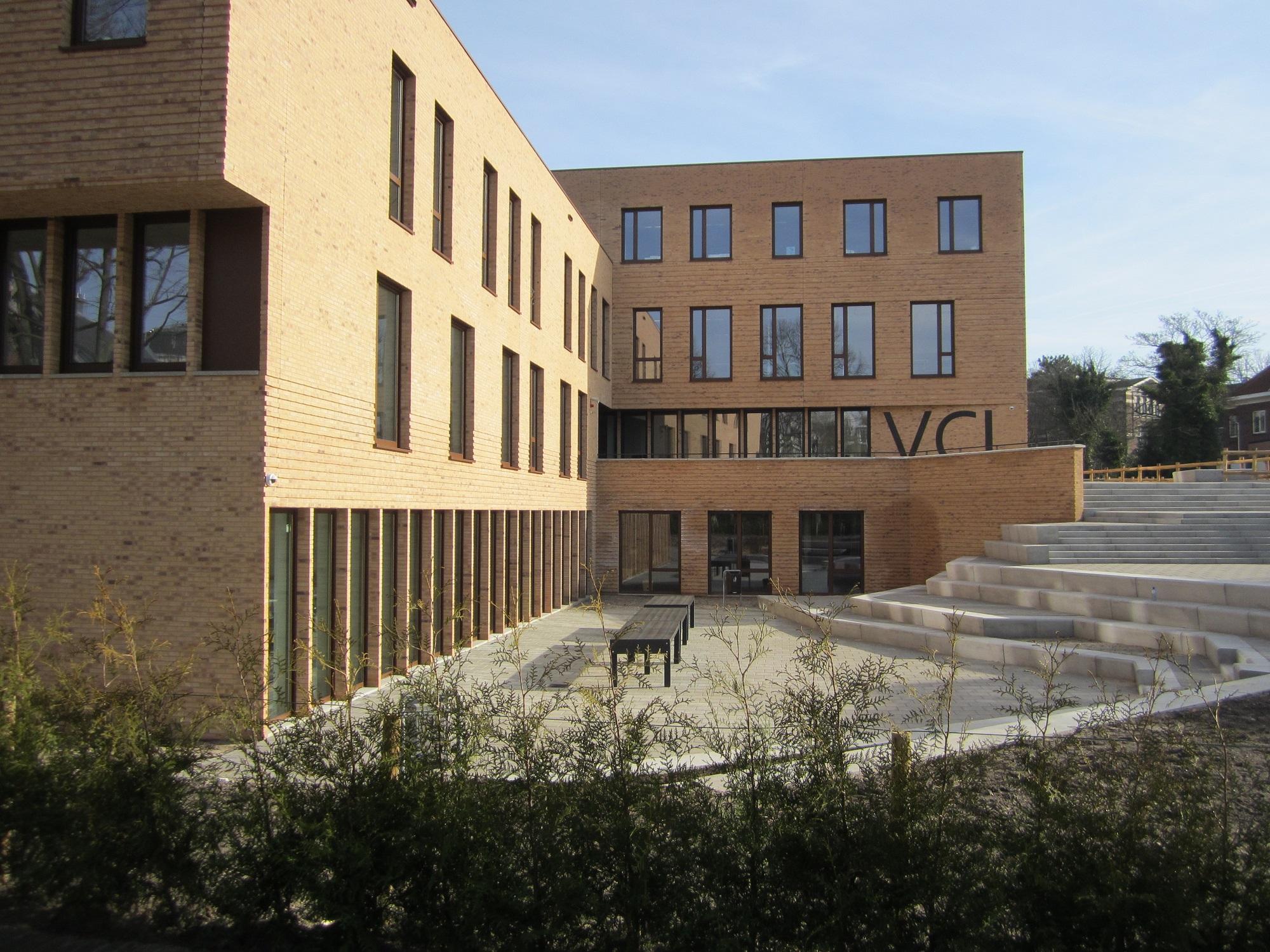 vrijzinnig christelijk lyceum Den Haag hoogteverschil bij het gebouw
